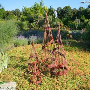 Rankobelisk, Pyramide aus Weide